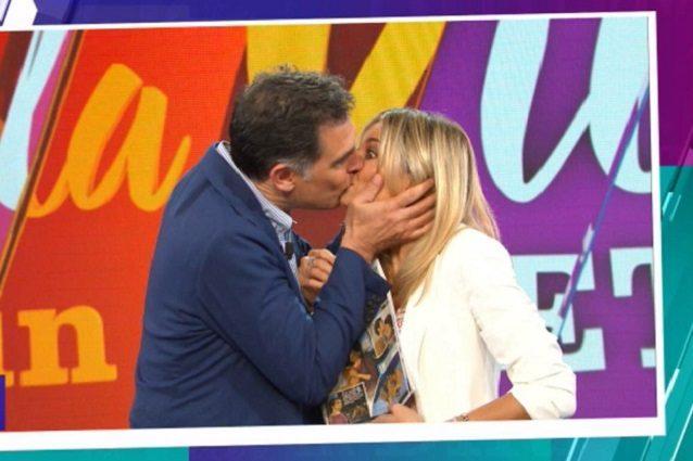 Tiberio Timperi dopo il bacio alla Fialdini: