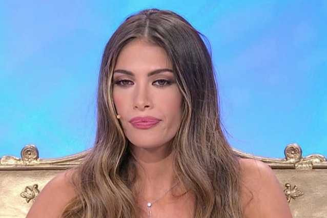 Uomini e donne, Karina Cascella torna con una pesante segnalazione su Federico