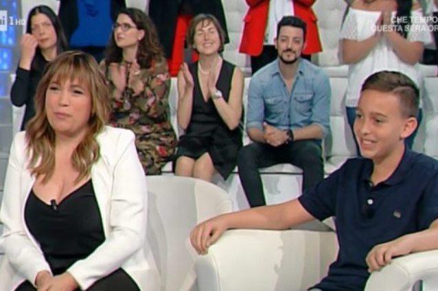 Il figlio di Gigi Sabani compie 11 anni in tv, il ragazzino non ha mai ...