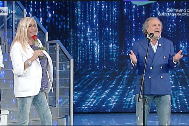 'Domenica In' Jerry Calà sorprende Mara Venier con una rosa rossa ...