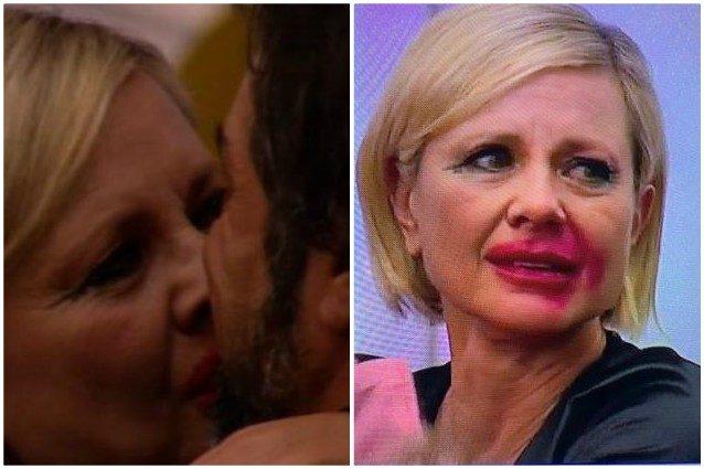 Antonella Elia bacia con passione il suo compagno, l'effetto Joker impazza ...