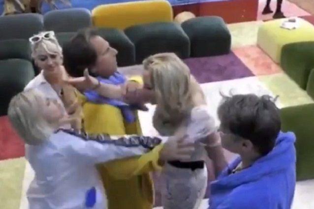 "GF Vip, rissa tra Antonella Elia e Valeria Marini: ""Hai rott"