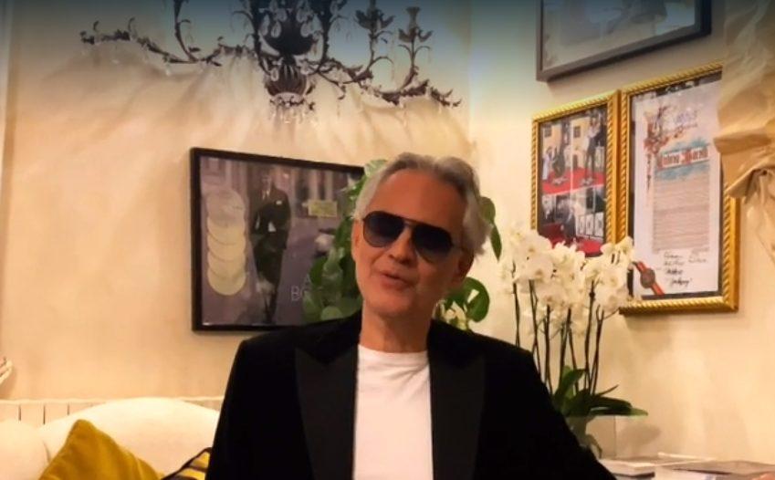 Andrea Bocelli canta Con te partirò sulla tv Usa, omaggio al