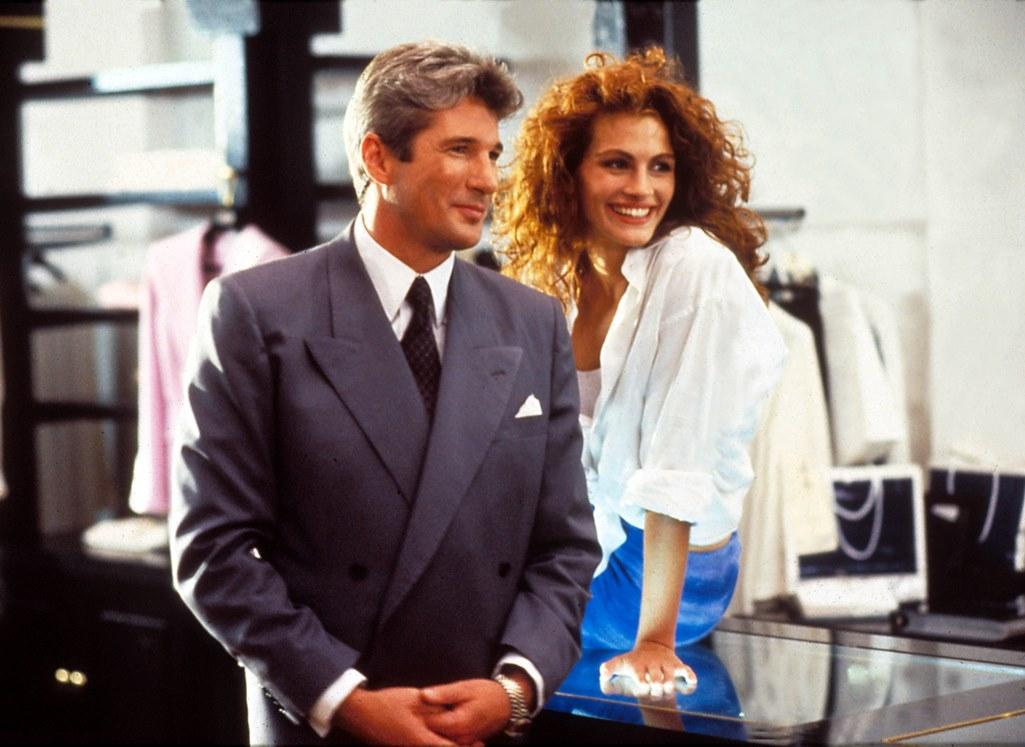Richard Gere e Julia Roberts sorridono in una scena del film Pretty Woman, 1990.