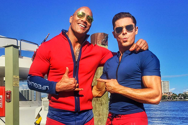 "Dwayne Johnson e Zac Efron sul set di ""Baywatch"", il film remake della serie tv"
