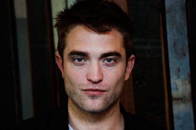 """Robert Pattinson, il vampiro della saga di """"Twilight"""" festeggia 30 anni"""