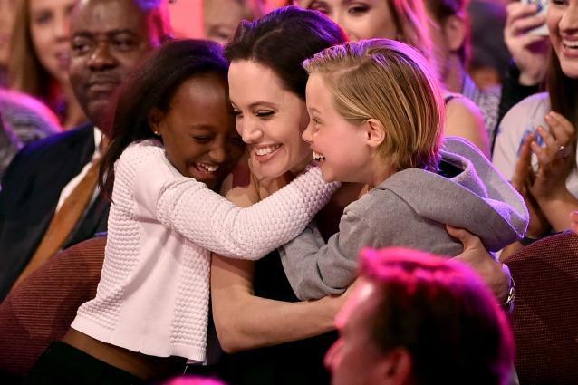 """I figli prodigio di Angelina Jolie: """"Nessuno vuole fare l'attore, amano la musica"""""""