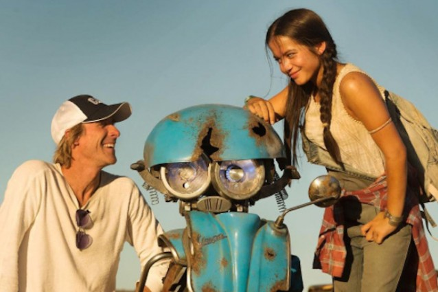 """""""Transformers: the Last Knight"""": Michael Bay presenta Squeeks, il nuovo robot"""