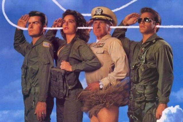 """Hot Shots!"", la commedia cult con Charlie Sheen usciva 25 anni fa"