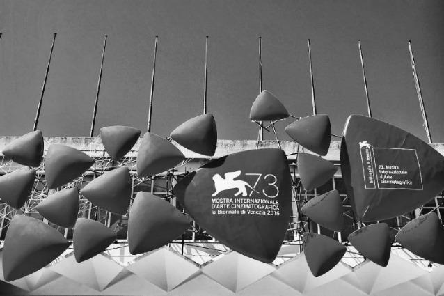 Gli effetti del terremoto sul clima di festa del Festival del cinema di Venezia