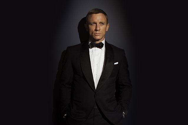 """Daniel Craig ricoperto d'oro per essere ancora Bond: """"150 milioni un ultimo 007"""""""