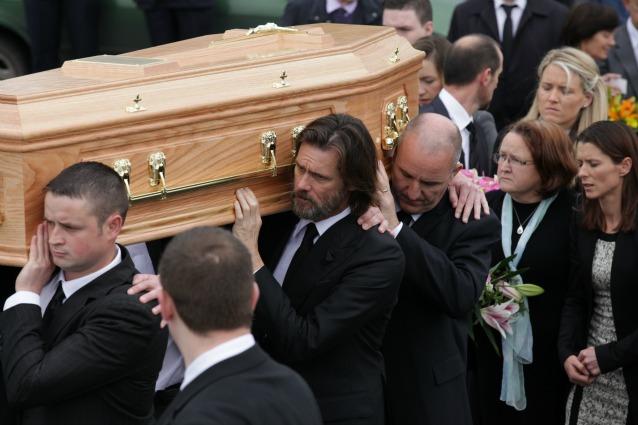 """Jim Carrey denunciato per la morte di Cathriona White: """"La amavo, mi difenderò"""""""