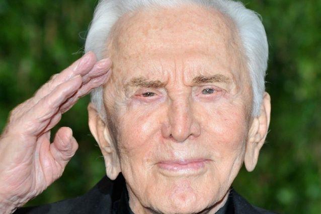 Kirk Douglas compie 100 anni: auguri alla leggenda vivente del cinema mondiale