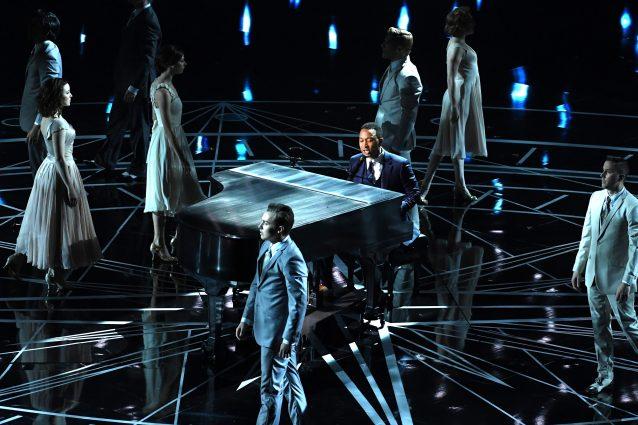 """John Legend canta """"City of stars"""" e """"Audition"""", tratte da La La Land"""