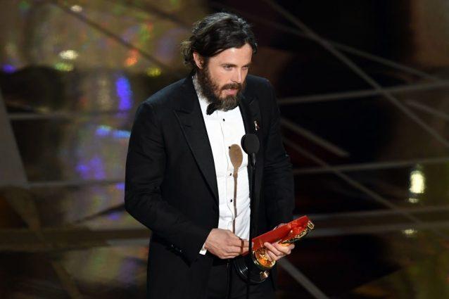 """Oscar 2017 a Casey Affleck: """"Grazie a Matt Damon e naturalmente a mio fratello Ben"""""""