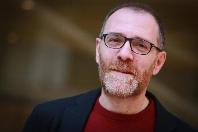 """I 45 anni di Valerio Mastandrea: dal """"Maurizio Costanzo Show"""" a numero uno del cinema"""