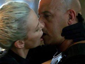 """Charlize Theron: """"Vin Diesel? In Fast & Furious 8 è stato come baciare un pesce morto"""""""