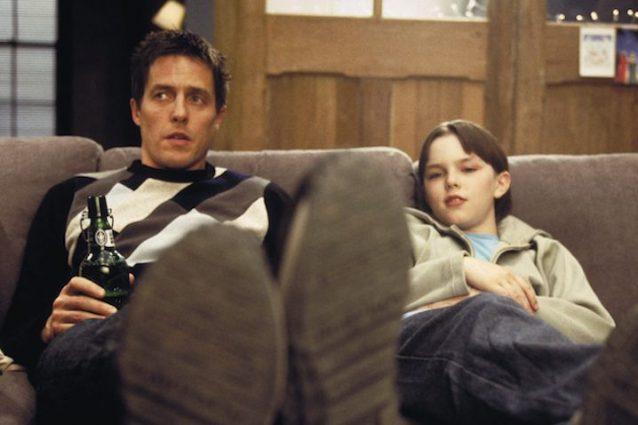 """""""About a Boy – Un ragazzo"""", la commedia con Hugh Grant usciva 15 anni fa"""