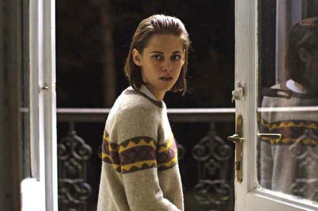 """Personal Shopper"": Kristen Stewart divisa tra moda e presenze spettrali"