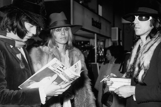 Anita Pallenberg con Mick Jagger e Keith Richards.