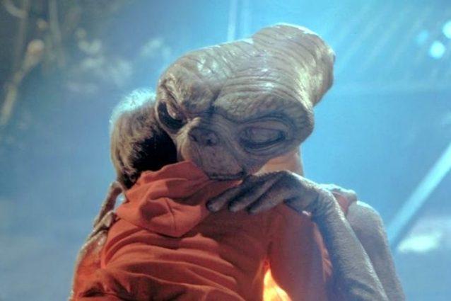 """""""E.T. – L'extraterrestre"""", 35 anni fa usciva il cult con l'alieno più amato del cinema"""