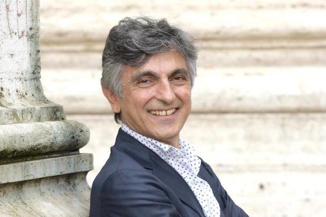 Auguri a Vincenzo Salemme: il giullare partenopeo del cinema compie 60 anni
