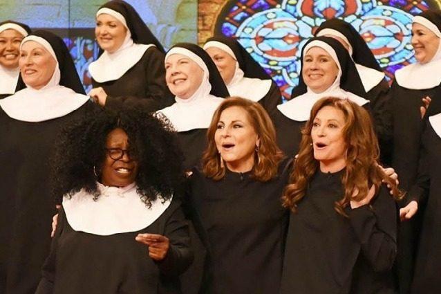 Sister Act, la reunion 25 anni dopo: Whoopi Goldberg e il cast tornano a cantare