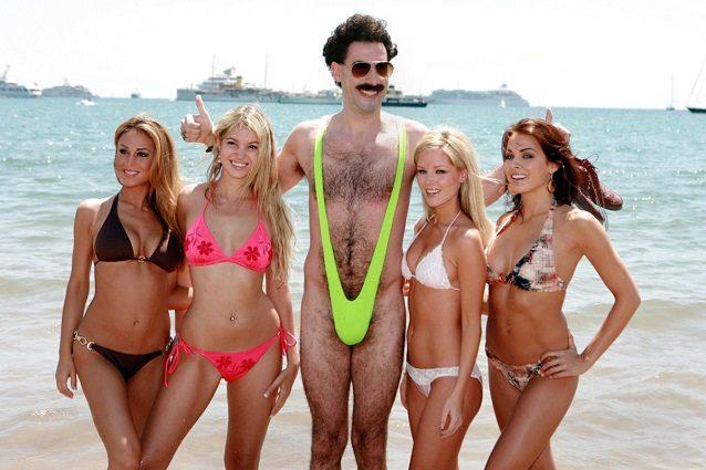 Fermati in Kazakistan col costume di Borat, Sacha Baron Cohen si offre di pagare la multa