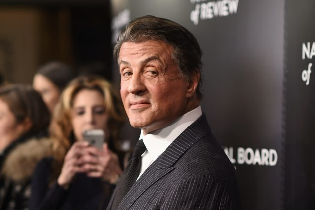 Sylvester Stallone accusato di molestie: sesso a tre con una minorenne