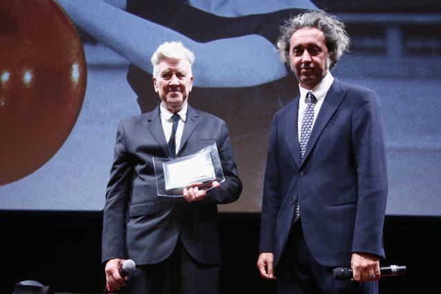 """Paolo Sorrentino premia David Lynch: """"Ho la febbre, ma sarei venuto anche in barella"""""""