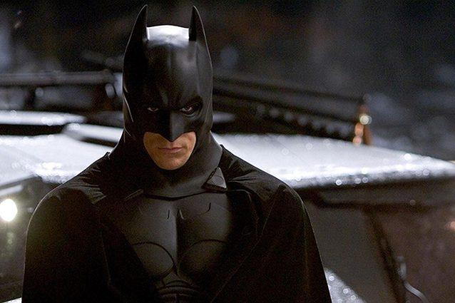 """Il Cavaliere Oscuro, a 15 anni da """"Batman Begins"""" ecco il ri"""