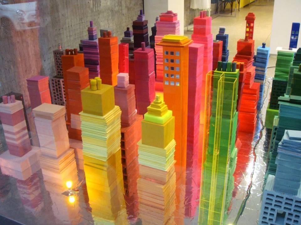 Vetrina per la boutique Aspesi – via Montenapoleone – in occasione del Salone del Mobile