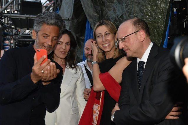 Premio Biagio Agnes. Fiorello premiato: «Tra il giornalista e il giornalaio ci sono io!»