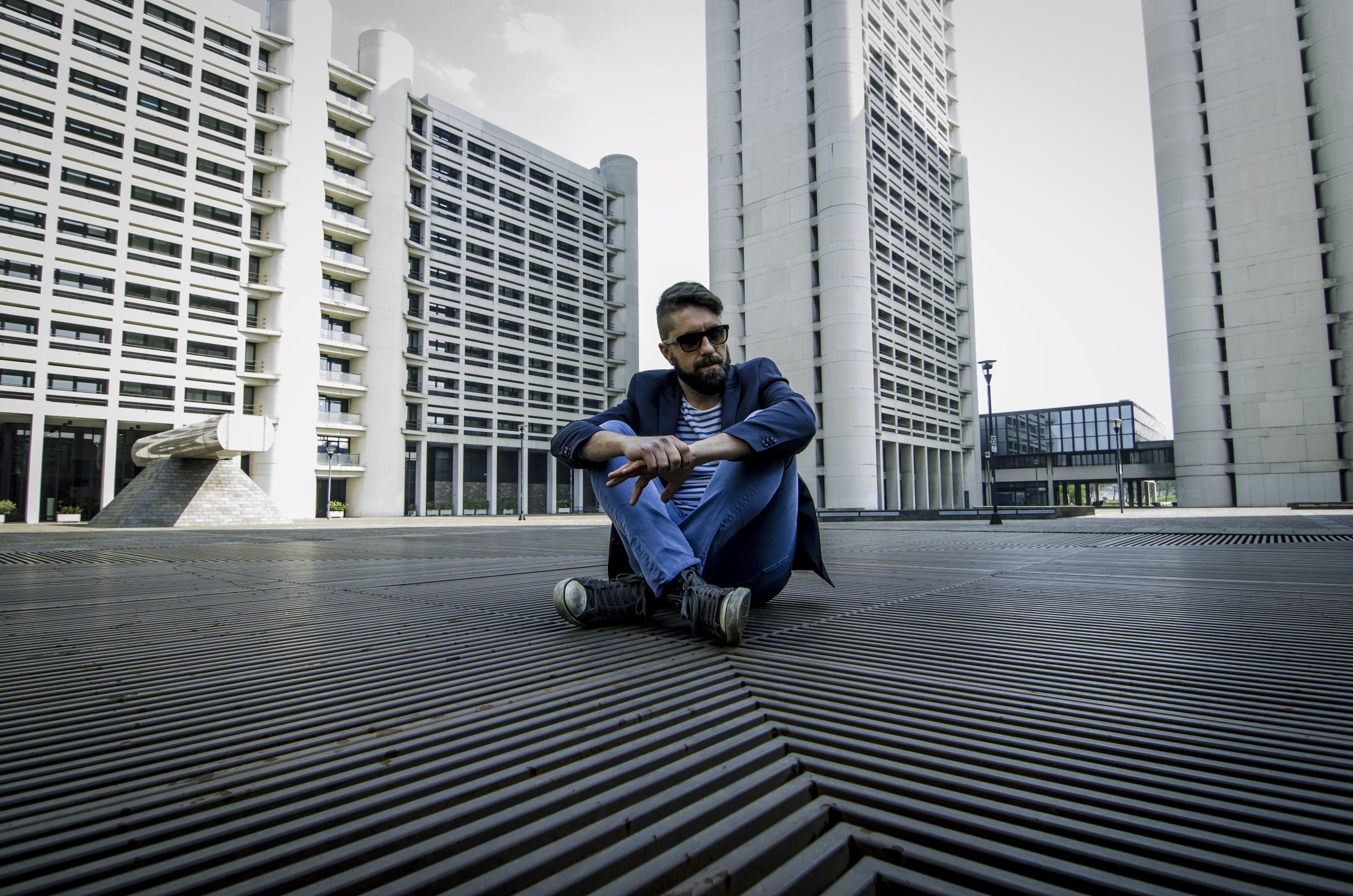 myale-fanpage-intervista-blog-autori-angelo-andrea-vegliante-musica-ci-provo-sempre-a-farti-ridere