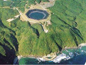 impianto di pompaggio idraulico ad acqua di mare di Yunbaru, sull'isola di Okinawa in Giappone (foto tratta da articolo citato)