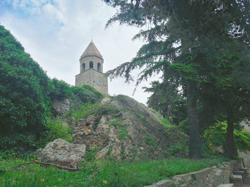 Torre con l'orologio dell'800 all'interno del Castello ducale