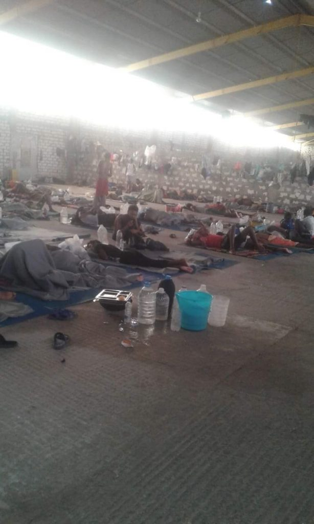 Le condizioni di via all'interno del Centro di detenzione Kesher bin al Kesher, a sud di Tripoli, dove D. è rinchiuso con circa 500 connazionali