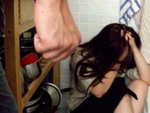 Picchia la compagna e va a trovarla da ubriaco in ospedale: arrestato un 44enne