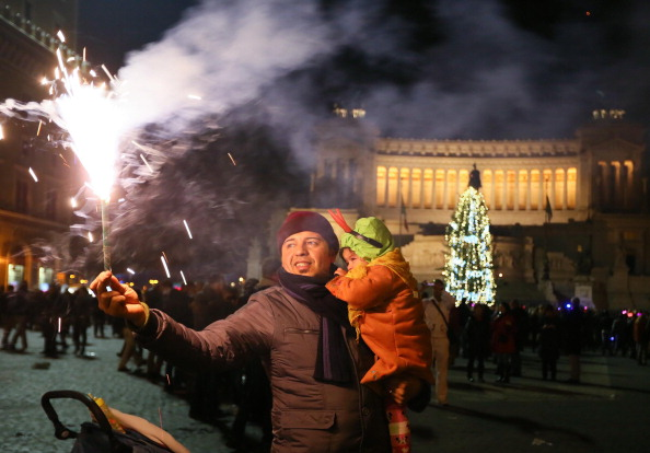 Capodanno 2015 a casa per 2 romani su 3 per chi parte viaggi low cost e last minute - Capodanno a casa ...