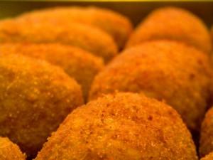 Il supplì è il re dello street food romano. Ecco dove si mangiano i più buoni