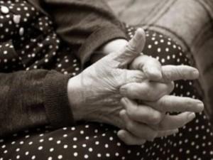 Tentano di rapinare un'anziana di Fondi, ma la vittima è troppo povera e se ne vanno