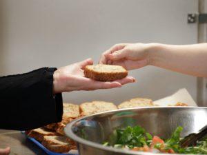 No allo spreco di cibo: i pasti in eccesso della nave da crociera ai più bisognosi