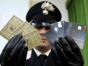 Riciclavano assegni e carte d'identità, arrestato anche un dipendente Inail