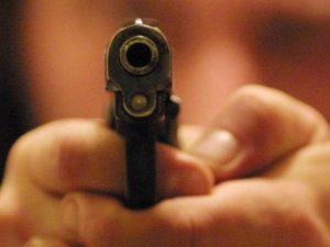 """Poliziotto spara e uccide un rapinatore, un testimone lo scagiona: """"Non aveva alternative"""""""