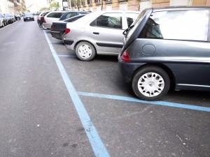 Il parcometro non ha il bancomat? Allora il parcheggio sulle strisce blu è gratis