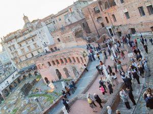 Palatino e Foro Romano chiusi per tre ore per un'assemblea sindacale: file di turisti sotto il sole