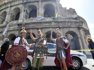 La sindaca Raggi ha ragione a vietare i centurioni al Colosseo: respinto il ricorso