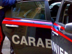 Speronano auto dei carabinieri per sfuggire a un controllo: è caccia a due uomini sull'Aurelia