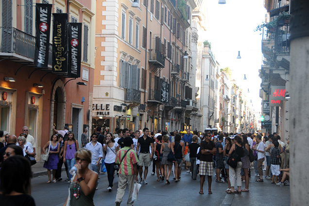 Le 10 vie dello shopping di roma for Mac roma via del corso