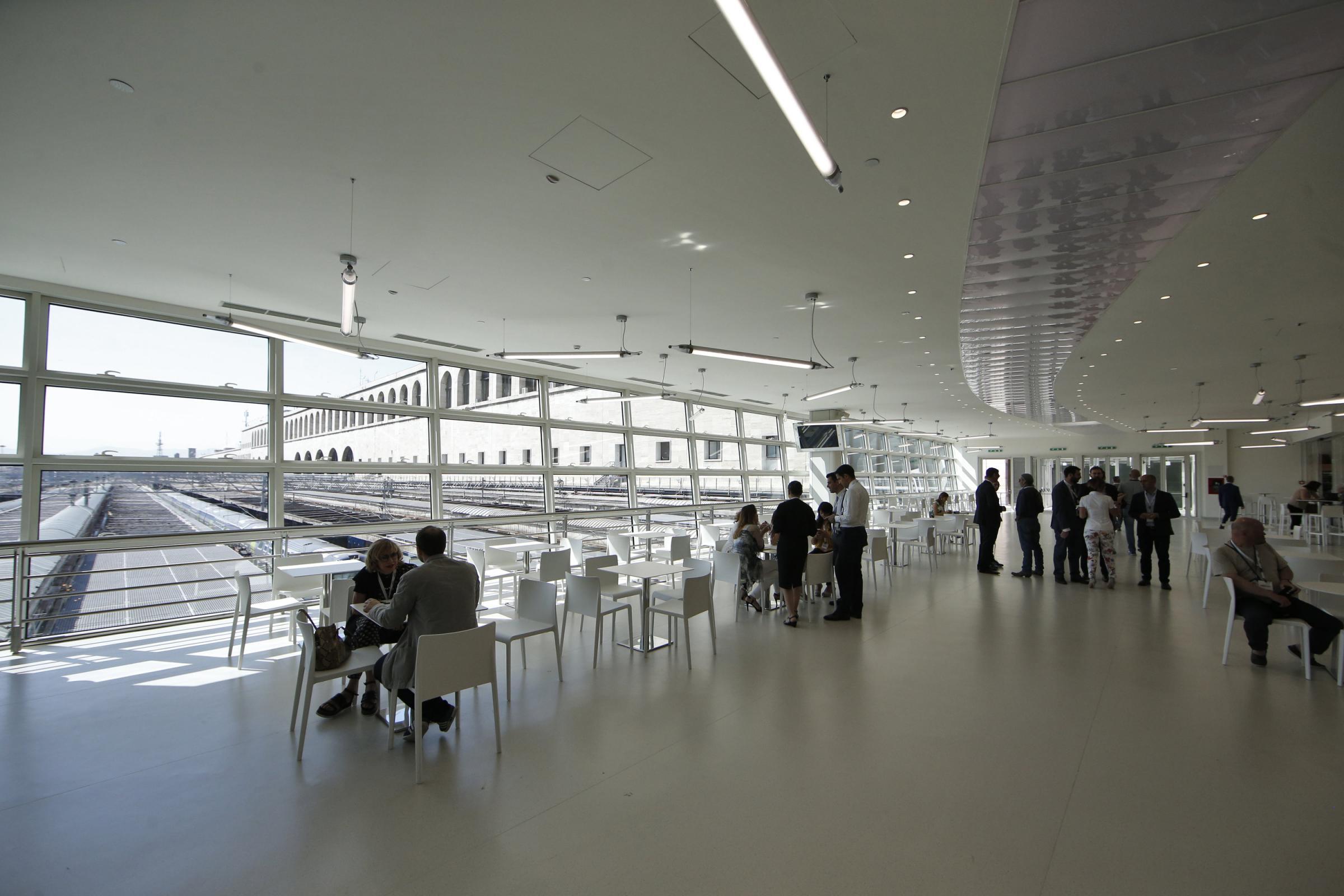 Inaugurata la terrazza termini una nuova area della for Affitto ufficio roma stazione termini